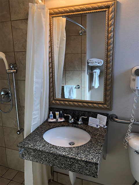 Comfort Inn San Diego at the Harbor ADA King Room Bathroom